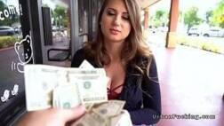 Porno dinheiro para a mulher em troca de sexo