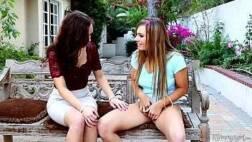 Porno lesbico caseiro garota ficando pelada com a amiga