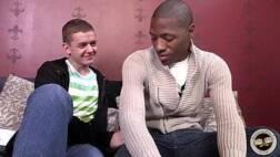 Videos porno gay negro e branquinho fodendo na cama