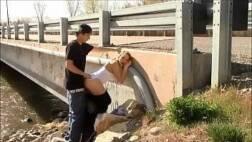 Assistir videos porno dessa novinha linda trepando escondido na ponte