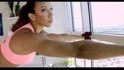 Baixa videos de sexo dessa bunduda linda dando seu cuzinho