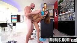 Baixar video de porno desse careca safado arrombando a sobrinha novinha
