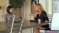Filme porno redvideos lésbicas lindas se chupando em uma deliciosa foda amadora