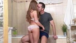 Filmes porno on line putinha linda dando a buceta pro vizinho dentro do banheiro
