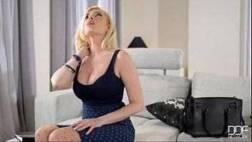 Gata virtual de tetas grandes fazendo sexo