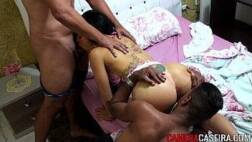 Mulher com dois homens transando gostoso