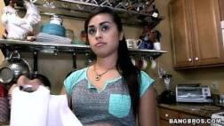 Parsexual.net novinha safada exibindo seu corpinho gostoso na cozinha