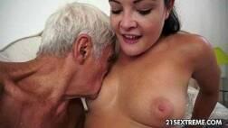 Red sexo velho safado pregando a vara na buceta da adolescente