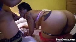 Redtube video jovem tatuada mamando e dando a bucetinha