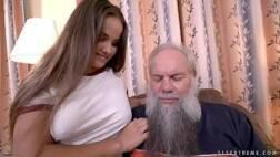 Sex videos barbudo safado comendo a bucetinha da ninfeta tesuda