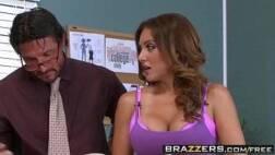 Video pornografico dessa peituda gostosa metendo encima da mesa