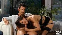 Videos porno tube namorado rico e bem gato sendo chupado pela sua namorada gostosa dos peitões