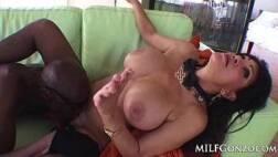 Xxxnpeituda tendo sua xoxota arrombada pela piroca grossa do negão sacana