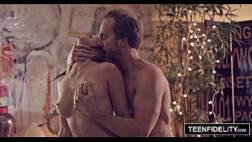 Filmes porno samba magrinha linda fodendo gostoso encima do sofá com o padrasto