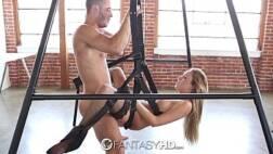 Foto de porno com loirinha fazendo sexo no balanço com seu namorado