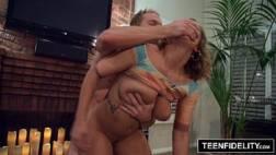 Porno xnx magrinha peituda dando a buceta até gozar na pica