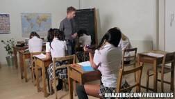 Vidio de sexos moreninha transando na sala com o professor