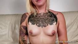 Tube8 loira tatuada transando e gozando gostoso