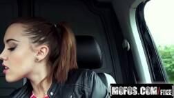 Porno feminino adolescente bunduda levando pirocada na xoxota rosa