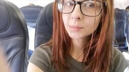 Pornk novinha linda se masturbando no banheiro do avião