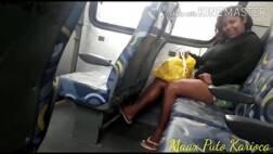 Ganhando boquete de uma desconhecida no ônibus