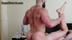 Bombado socando no cuzinho do gay