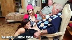 Sexo pornografico velho fodendo duas ninfetas