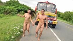 Casal fudendo no ônibus e saindo ao ar livre pelados