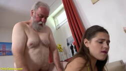 Video gratis porno do velho comendo a buceta da ninfeta